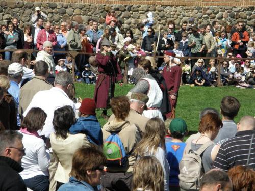 Turniej Rycerski na Dworze Konrada Mazowieckiego Czersk #rycerz #zbroja #szabla #miecz #tarcza #chełm #pzk #wojna