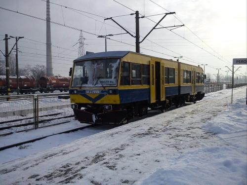 SN81-006 , własność przewozów regionalnych, obsługuje linię Tomaszów Mazowiecki Opoczno. Tylko sześć sztuk wyprodukowano w Kolzam Racibórz. W oczekiwaniu na kurs do Opoczna 13 grudnia 2013 #pkp #sn81 #opoczno #szynobus #tomaszów