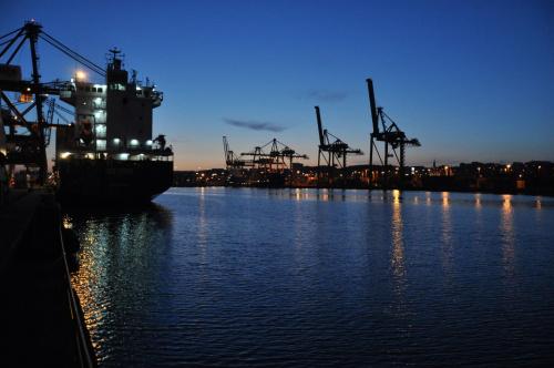 #zachód #port #suwnice #dźwigi #woda