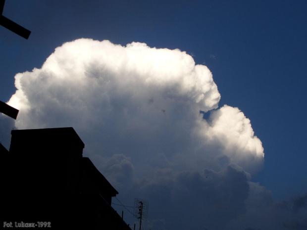 Chmura burzowa tuż po 2cm gradobiciu. #burza #gradobicie #grad #ulewa #pioruny #błyskawice #piorun #błyskawica #chmura #lato #upał