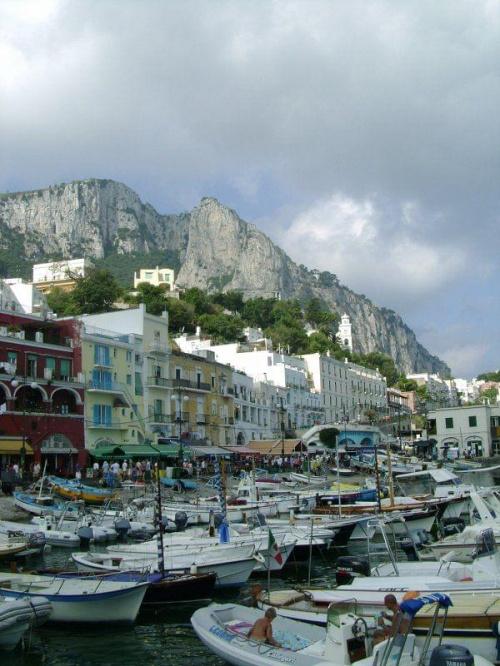 Capri #Włochy #italia #łodzie #port
