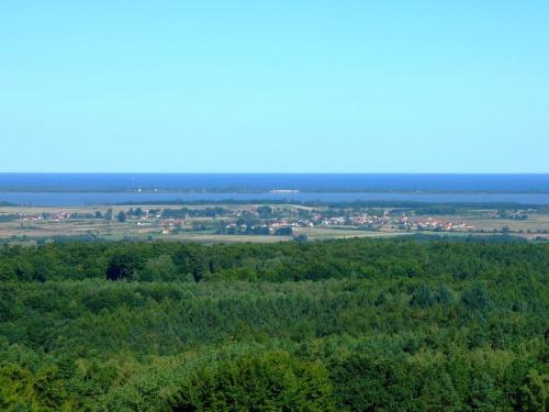 Widok z Góry Chełmskiej na J.Jamno ,Unieście między nim a Morzem Bałtyckim