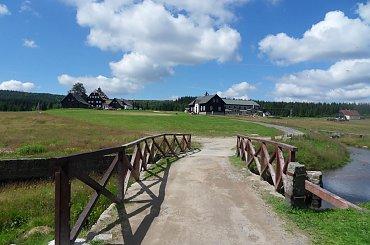 Wejście do Jizerki najwyżej położonej(990 m n.p.m.) osady w Górach Izerskich..Wieś składa się z samych zabytkowych domów.. #Czechy #góry #Jizerka #lato